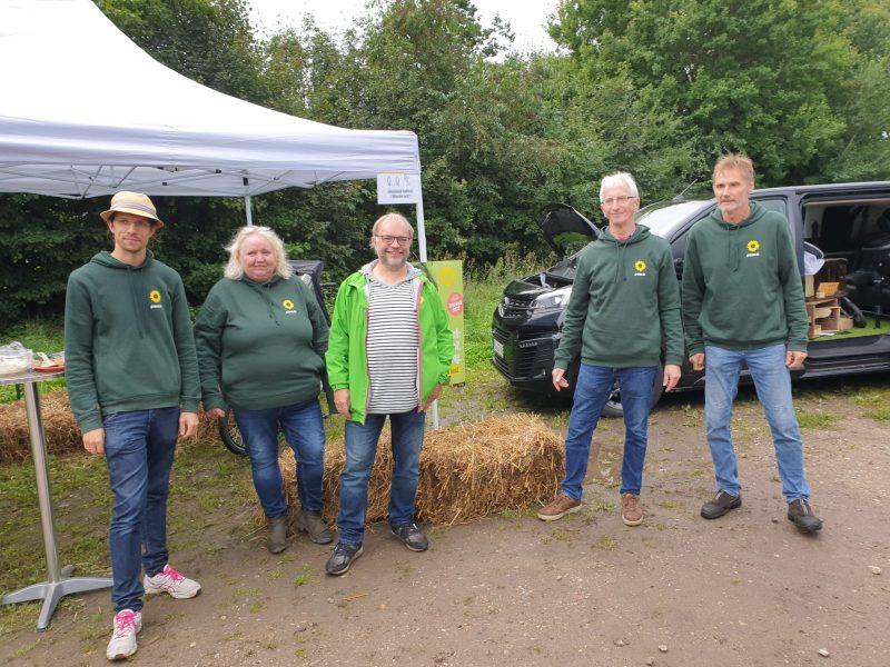 Die Mitglieder der grünen Ortsgruppe mit dem Bundestagskandidaten Martin Drees.
